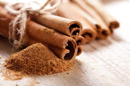 stick of cinnamon: Cinnamon sticks and meal close up on wooden table