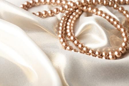 raso: Contesto da perle su tessuti di seta