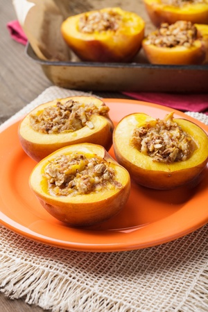 crunches: Stuffed Baked Peaches with walnuts and crunches