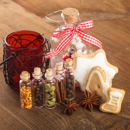 corkwood: Christmas spices for mulled wine or ginger cookies in small decorative bottles