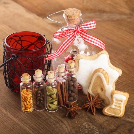 galletas de jengibre: Navidad especias para vino caliente o galletas de jengibre en peque�as botellas decorativas