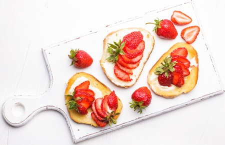 strawberry jam sandwich: Summer breakfast - toasts with butter and strawberry