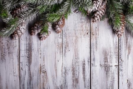 Weiß schäbig Weihnachten Grenze mit Schnee bedeckt Tannenzapfen Lizenzfreie Bilder