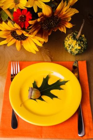 Fiesta de Acción de Gracias: al servicio de mesa para una cena Foto de archivo
