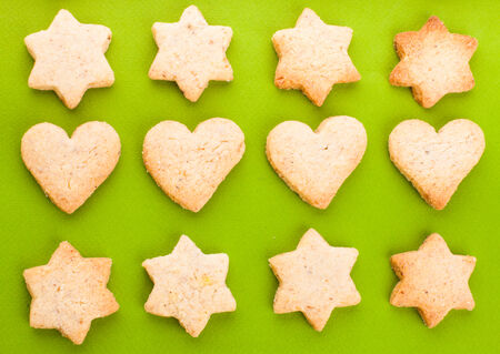 shortbread: Holiday cookies as a background pattern on green Stock Photo