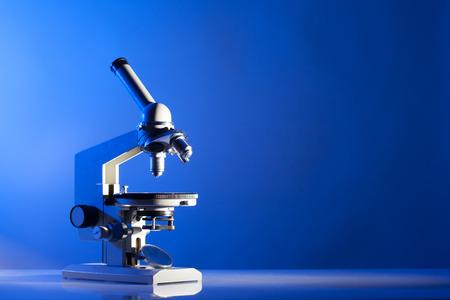 laboratorio clinico: Microscopio Foto de archivo