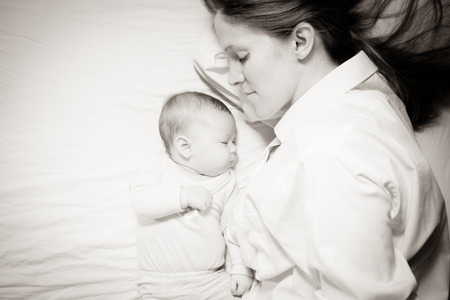 dormir: co dormir de la madre y el beb�