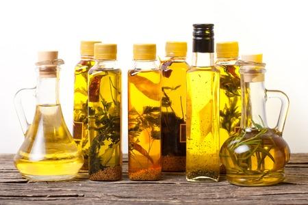 epices: Les huiles d'herbes épicées Banque d'images