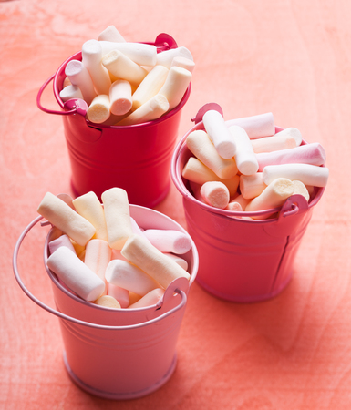 compliment: Color marshmallow in pink mini buckets - sweet compliment