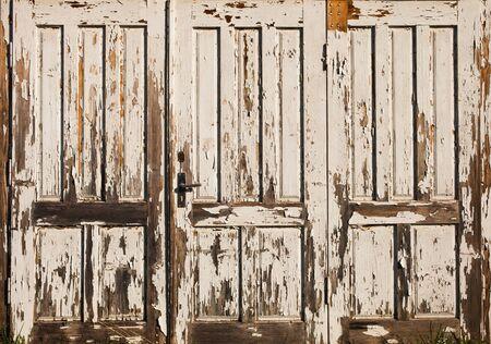 porte en bois vieux vintage avec la peinture blanche