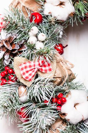 Corona di Natale rossa e bianca Archivio Fotografico - 88754538