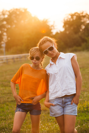 Dos chicas adolescentes