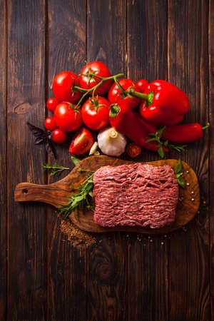 Traditional Italian dish of minced meat and fresh vegetables Standard-Bild