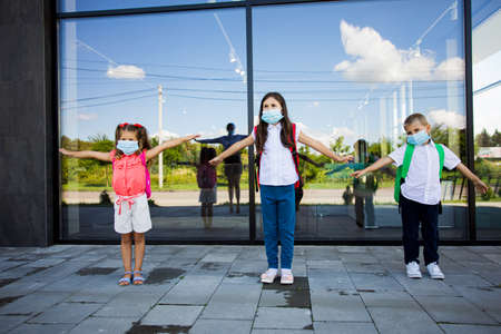 Social distance concept. Kids training how to keep distance Stockfoto