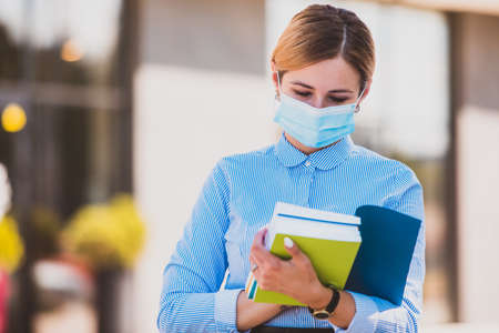 The student before the exam during an epidemic Stockfoto