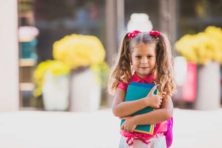 Girl is not afraid on her first day at school