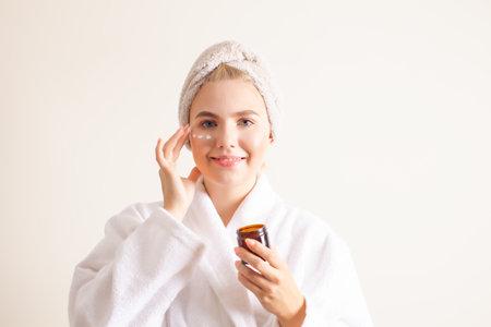Lifting skin treatment to help regenerate the skin Foto de archivo