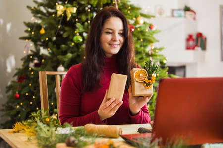 On-line masterclass of packing Christmas zero waste gifts