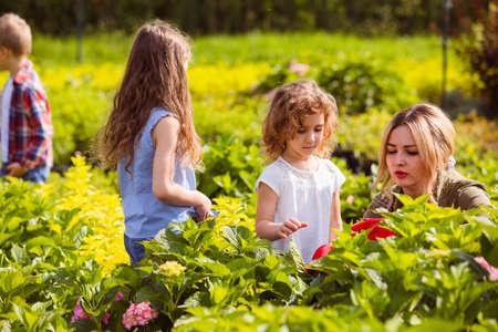 Children at the excursion in botanical garden Standard-Bild