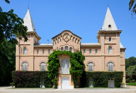 lussureggiante: Il palazzo � costruito in stile coloniale Dispone di un rigoglioso giardino botanico