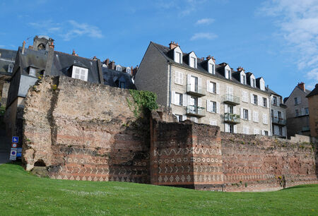 ruinous: The ruinous roman boundary wall is a landmark of the French city Le Man  Stock Photo