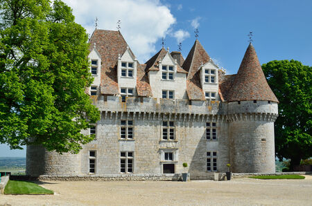 16th century: The castle itself is a listed historical monument and dates from the 16th century. Sweet botrytized wines have been made in Monbazillac for centuries.