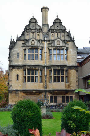 constituent: Trinity College is one of the constituent colleges of the University of Oxford in England?.