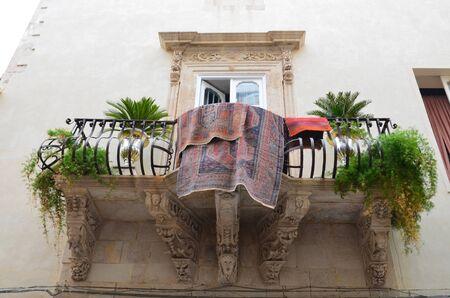 grecas: Todo el Syracuse ha sido catalogado como Patrimonio de la Humanidad por la UNESCO. No es la antigua casa de pueblo con balc�n y calado en la ciudad vieja.