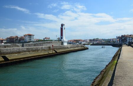 pharos: An access to the port is between the two coastal town Saint-Jean-de-Luz at left and Cibour at right.