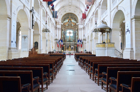 settles: Leglise des soldats is now the cathedral to the French army. It is photographed indoors.