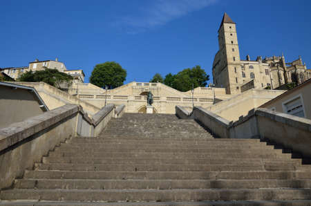 extant: This is the famous monumental staircase lescalier monumental in the ancient French town Aush. It is a neoclassical art work connecting the upper city to the lower town.