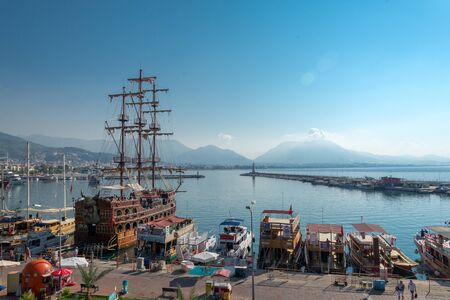 A big old-fashioned restourant in the shape of ship is moored in Turkish city Alanya 版權商用圖片