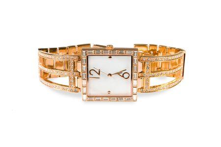 Vrouwelijke gouden horloge is geïsoleerd op een witte achtergrond