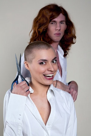 Woman without hair to cut her man photo