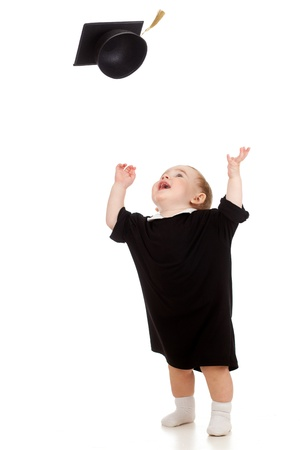 graduacion de ni�os: Beb� con ropa acad�mico tirando a tope acad�mica Foto de archivo