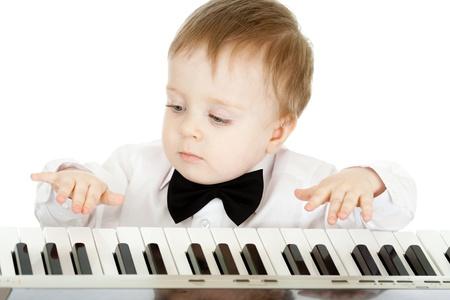 Prodigy: adorable dziecko bawiące elektroniczny fortepian Zdjęcie Seryjne