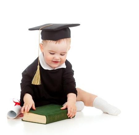 prodigy: Bambino in abiti Accademici con rullo e il libro