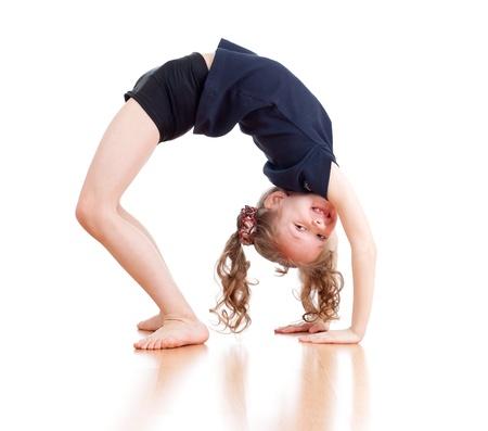 gimnasia aerobica: joven haciendo gimnasia sobre fondo blanco