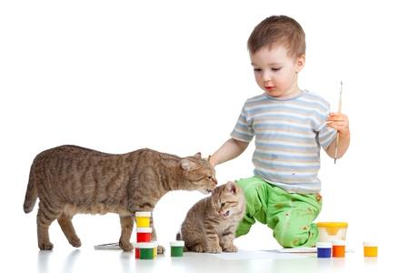 pintura de niño con los gatos madre y el niño
