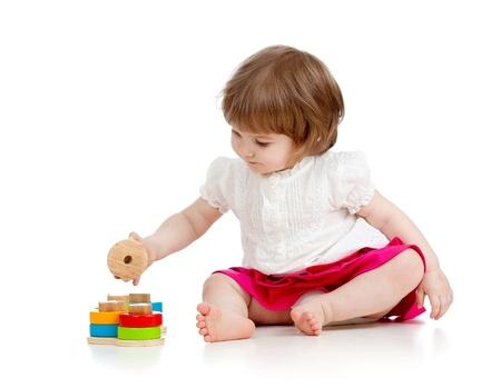 playing with baby: Ragazza del bambino che gioca con il giocattolo educativo