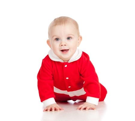 bebe gateando: Navidad del beb� feliz se arrastra Aislado sobre fondo blanco
