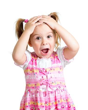 cara sorprendida: Chico Ni�a sorprendida con las manos en la cabeza aislada en el fondo blanco Foto de archivo