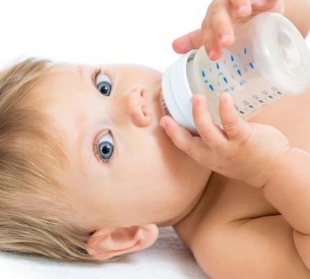 baby biberon: Pretty Baby latte alimentare ragazza dalla bottiglia Archivio Fotografico