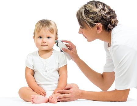fieber: Arzt Messung von Temperatur cute baby girl isoliert auf wei�em Hintergrund Lizenzfreie Bilder