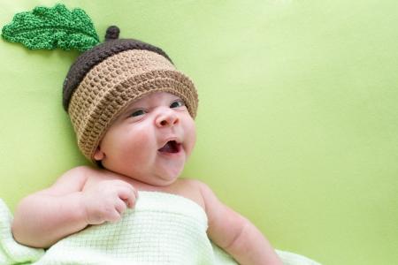 bebes lindos: baby baby weared en sombreros de bellota
