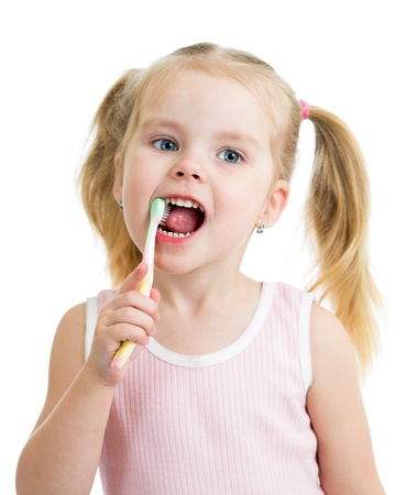 pasta dental: niña niño lindo cepillarse los dientes aislados sobre fondo blanco Foto de archivo