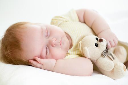 ni�o durmiendo: beb� reci�n nacido durmiendo Foto de archivo