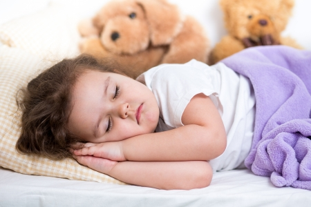 niños sanos: niño niña durmiendo