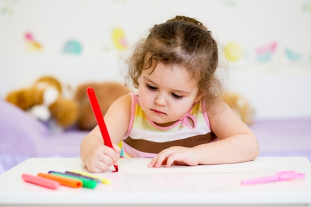 children writing: child writing with felt-tip pen