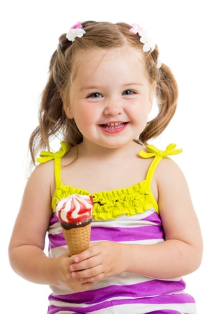 eating ice cream: sorridente bambina di mangiare il gelato isolato
